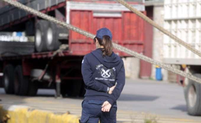 Πάτρα: Οδηγός φορτηγού καταγγέλλει ότι απειλήθηκε με όπλο από αλλοδαπό στο λιμάνι