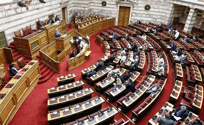 Την αποχή επιλέγουν οι διαφωνούντες του ΣΥΡΙΖΑ για την αναδοχή από ομόφυλα