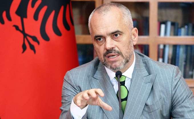 Αλβανία: Ένας βουλευτής στο κοινοβούλιο κατέβρεξε με μελάνι τον πρωθυπουργό Έντι Ράμα