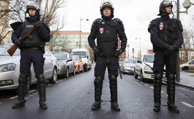 Γαλλία: Άντρας απείλησε να απασφαλίσει χειροβομβίδα