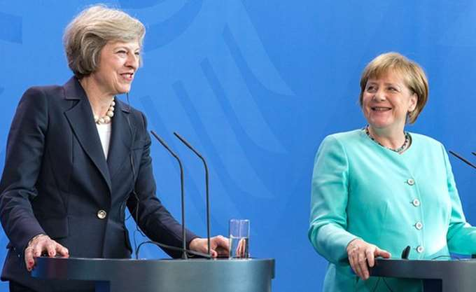 "May σε Merkel: ""Εντός δύο εβδομάδων"" οι διαπραγματεύσεις για το Brexit"