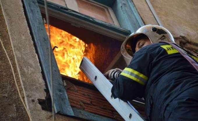 Υπό έλεγχο οι πυρκαγιές σε αποθήκη χαρτικών στη Νέα Φιλαδέλφεια και σε σπίτι στη Νέα Χαλκηδόνα