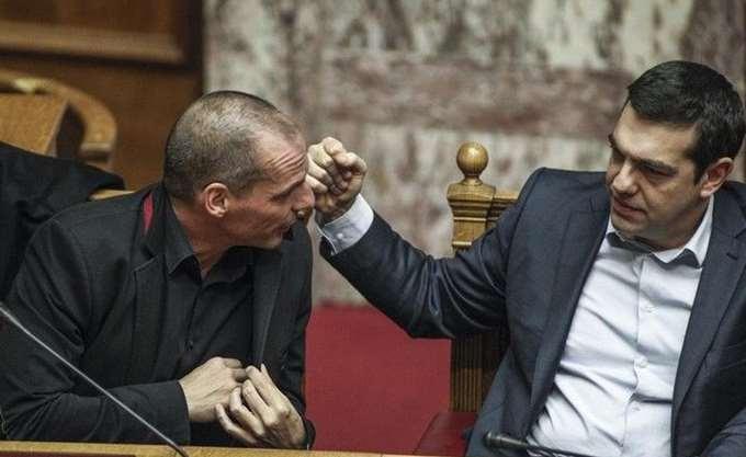 """Ο Βαρουφάκης """"δίνει"""" τον Τσίπρα: Εκείνος πρότεινε να πάρουμε τα 17 δισ. ευρώ της ΤτΕ"""