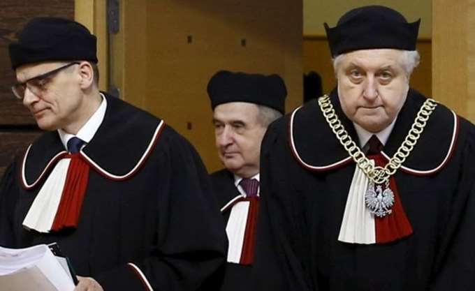Πολωνία: Το κυβερνών κόμμα έκανε πίσω στον νόμο για το Ανώτατο Δικαστήριο