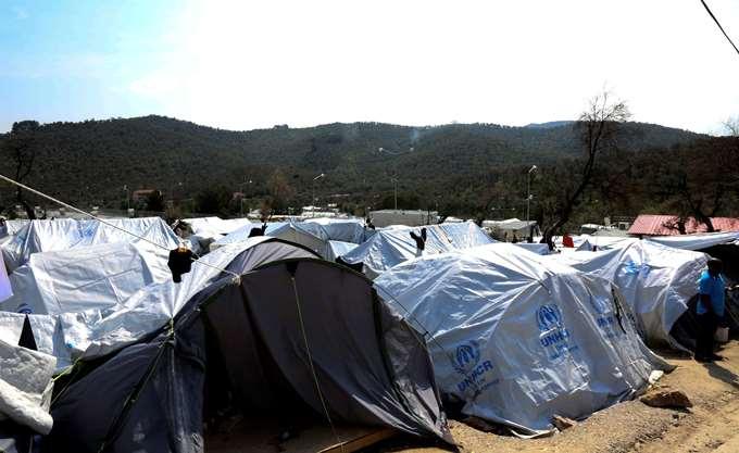 Μυτιλήνη: Εκατοντάδες Κούρδοι εκτός Κέντρου Μόριας - Αρνούνται να στεγαστούν με Άραβες