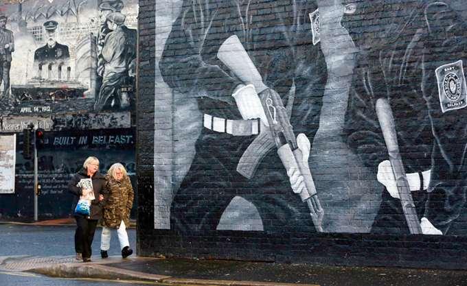 """Βόρεια Ιρλανδία: Οργάνωση αυτοαποκαλούμενη """"IRA"""" ανέλαβε την ευθύνη για την έκρηξη στο Λόντοντερι"""