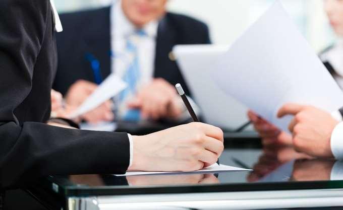 Γράφουν τις νέες δεσμεύσεις - Πλειοδοτούν σε παροχές
