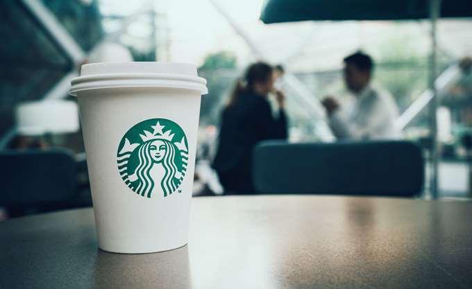 Η αλυσίδα Starbucks θα εκπαιδεύσει 175.000 υπαλλήλους της πώς να αποφεύγουν τις φυλετικές διακρίσεις