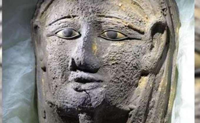 Αρχαιοελληνικής τεχνοτροπίας η επιχρυσωμένη μάσκα μούμιας που βρέθηκε στην Αίγυπτο