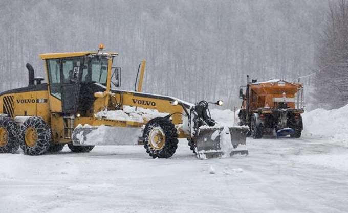 Συνεχίζεται η χιονόπτωση στην Αττική - Πού διεκόπη η κυκλοφορία