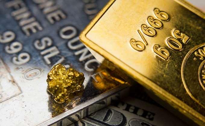 Πάνω από τα 1.300 δολ. επέστρεψε ο χρυσός