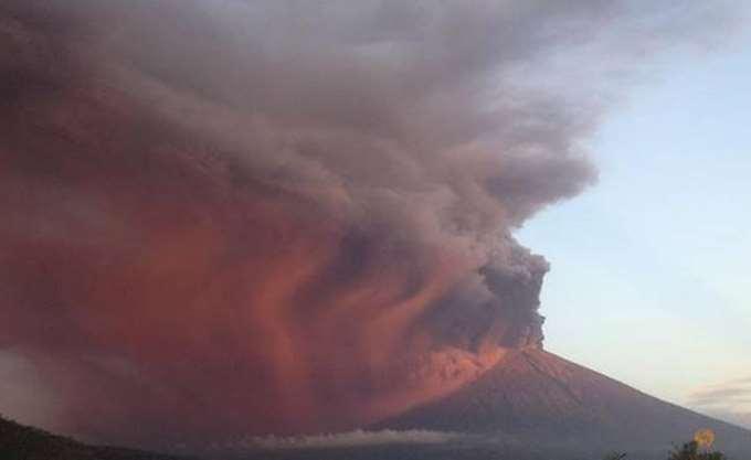 Ινδονησία: Δεκάδες πτήσεις ακυρώθηκαν στο Μπαλί εξαιτίας του ηφαιστείου Αγκούνγκ