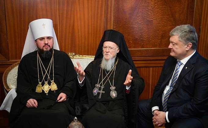 Τον Τόμο Αυτοκεφαλίας απένειμε στην Εκκλησία της Ουκρανίας ο Οικουμενικός Πατριάρχης Βαρθολομαίος