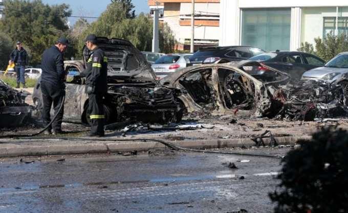 Έκρηξη σε όχημα στη Λ. Βουλιαγμένης