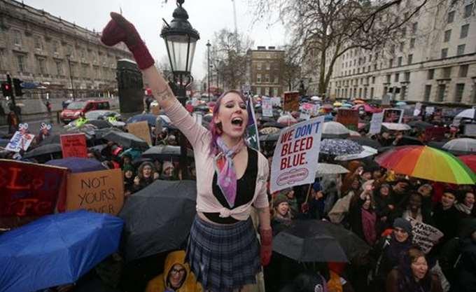 """""""Πορείες υπέρ των γυναικών"""" και εναντίον του Τραμπ σε Λονδίνο, Βερολίνο και Παρίσι"""