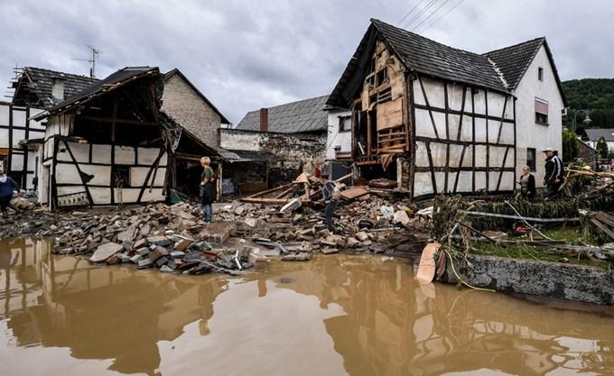 Στους 33 ο αριθμός των νεκρών από τις πλημμύρες στη δυτική Γερμανία
