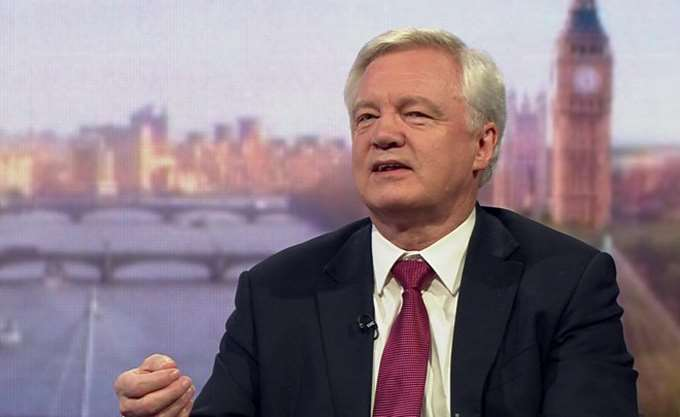 Ντέιβις: Δεν θα υπάρξει μαζική έξοδος εργαζομένων από τις τράπεζες λόγω Brexit