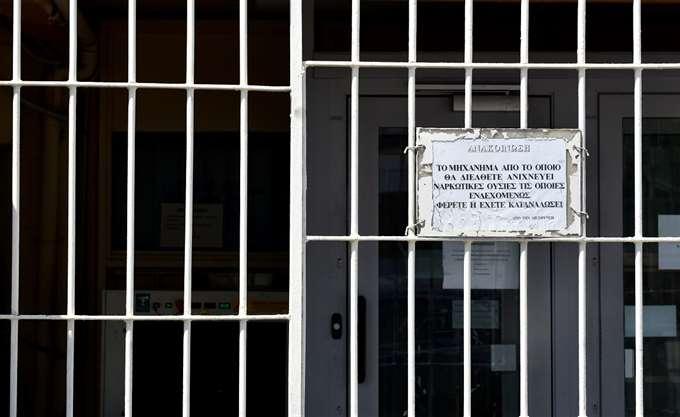 """""""Κρατούμενοι μαστίγωσαν σωφρονιστικό υπάλληλο στις φυλακές Κορυδαλλού"""""""