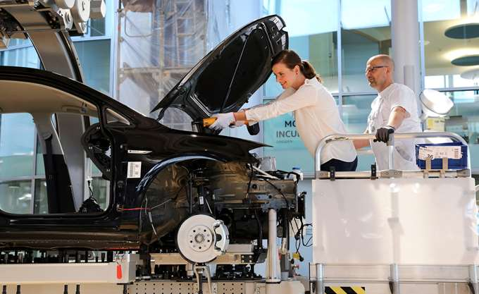 Volkswagen: Περικόπτει 7.000 θέσεις εργασίας