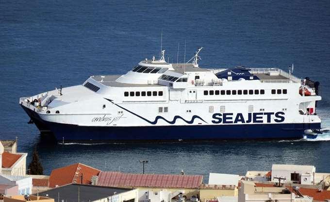 Προσάραξη επιβατηγού πλοίου στο λιμάνι της Άνδρου