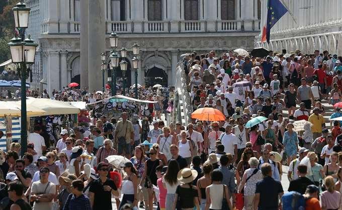 Ιταλία: Μεταλλικές μπάρες στη Βενετία για περιορισμό της διέλευσης τουριστών