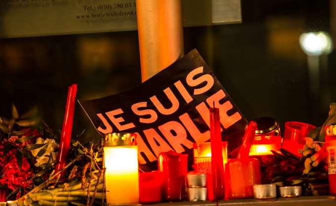 Πρώτο tweet του Charlie Hebdo μετά την τρομοκρατική επίθεση του 2015