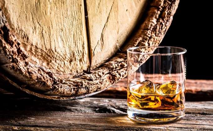 Νέο παγκόσμιο ρεκόρ: Δύο σπάνια μπουκάλια ουίσκι Macallan πουλήθηκαν 1,2 εκατ. δολάρια
