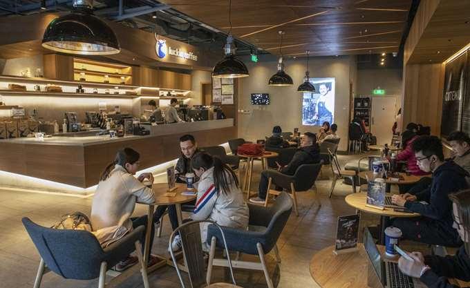 """Η κινεζική εταιρεία που """"απειλεί"""" τα Starbucks ετοιμάζεται για IPO στο χρηματιστήριο της Ν. Υόρκης"""