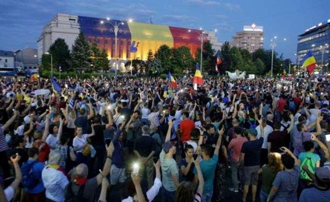 Ρουμανία: Χιλιάδες διαδηλωτές κατά της διαφθοράς για δεύτερη ημέρα