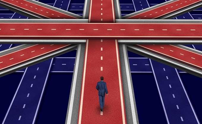 Οι Βρετανοί στις ευρωκάλπες εν μέσω πολιτικού χάους