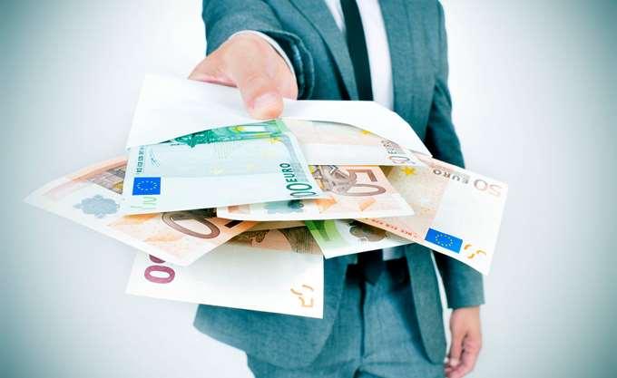 Reuters: Άθλος του Ηρακλή η πώληση των κόκκινων δανείων των ελληνικών τραπεζών