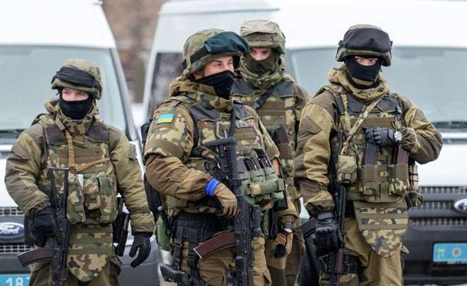 Ποροσένκο: Δεν θα παραταθεί ο στρατιωτικός νόμος, εκτός αν υπάρξει μια ευρείας κλίμακας επίθεση από τη Ρωσία
