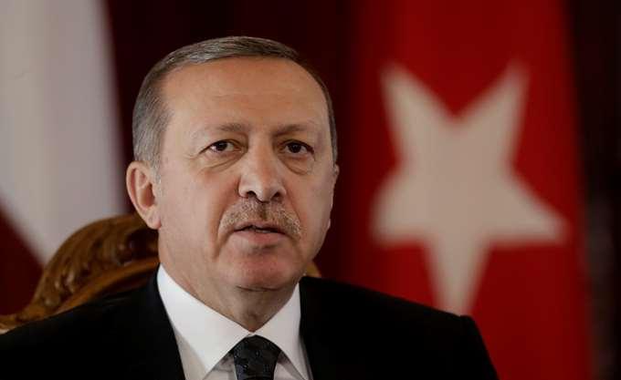 Τουρκία: Ο Erdogan τα βάζει με την Κεντρική Τράπεζα, προκαλώντας πτώση στην τουρκική λίρα