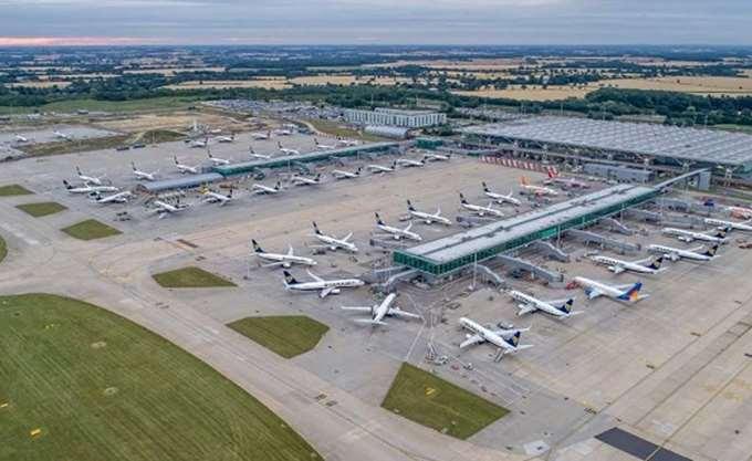Αναστάτωση στις πτήσεις από και προς το αεροδρόμιο Στάνστεντ του Λονδίνου εξαιτίας κεραυνών
