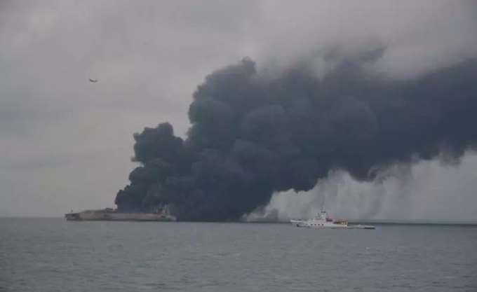 Το φλεγόμενο ιρανικό δεξαμενόπλοιο εισήλθε στην ιαπωνική ΑΟΖ