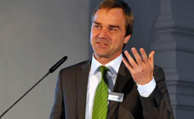 Strauch (ESM):  Η Ελλάδα πρέπει να παραμείνει σε συνετό δημοσιονομικό μονοπάτι