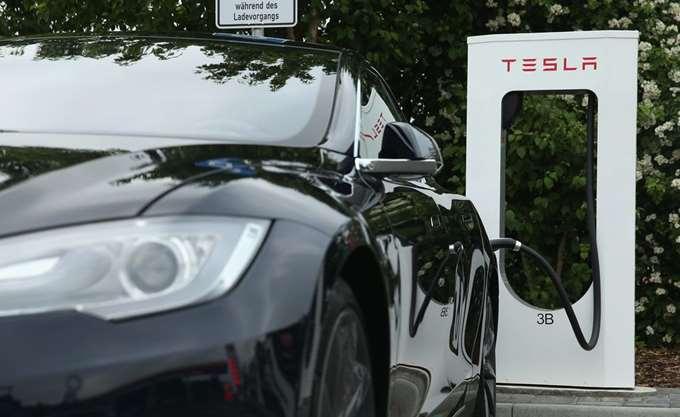 Tesla και Panasonic φέρονται να χωρίζουν τους δρόμους τους