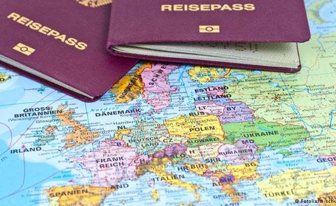 Times: Το ελληνικό διαβατήριο μέσα στα ισχυρότερα του κόσμου