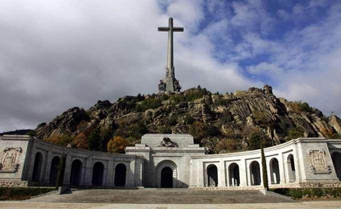 Ισπανία: Η κυβέρνηση ξεκινά τη διαδικασία εκταφής του δικτάτορα Φράνκο από το μαυσωλείο του