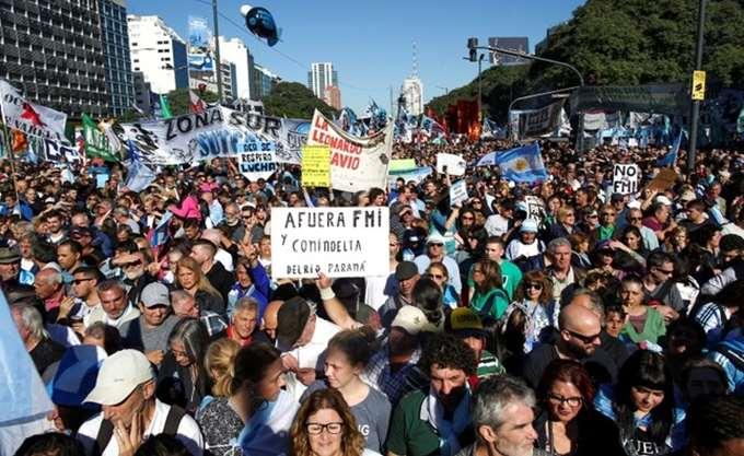 Αργεντινή: Χιλιάδες διαδήλωσαν κατά των διαπραγματεύσεων με το ΔΝΤ