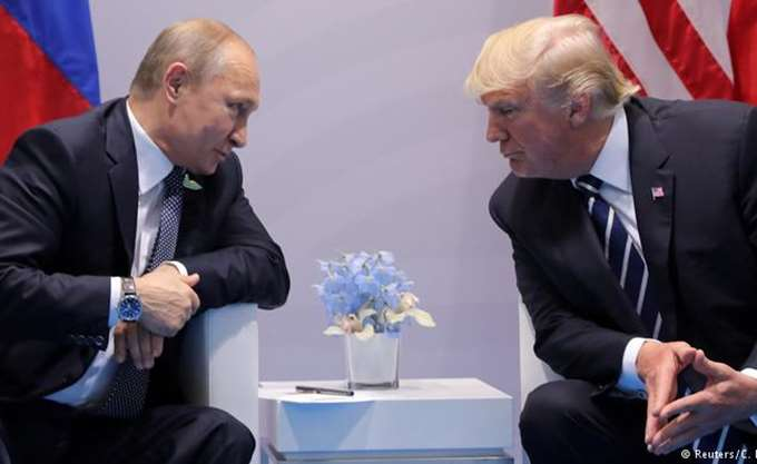 "SZ: ""Διάβολος και Βελζεβούλ"" οι Τραμπ και Πούτιν"
