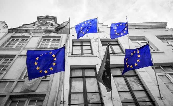 """ΕΚΤ: Οι τράπεζες μπορούν να """"αντέξουν"""" τα χαμηλά επιτόκια για χρόνια"""
