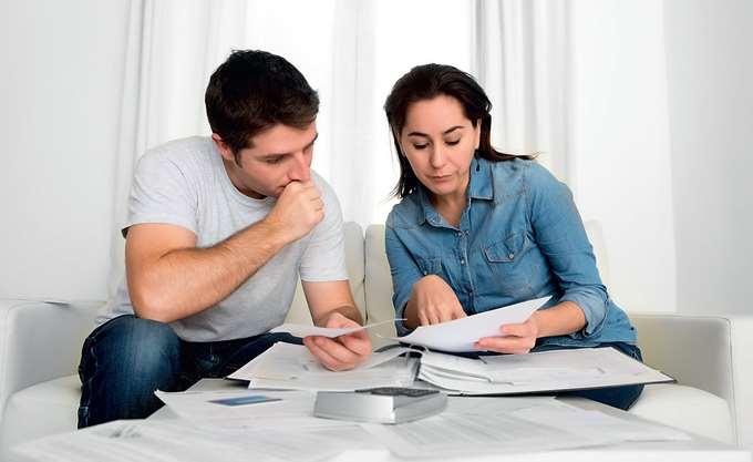 Φόροι, τέλη, χρεώσεις και ολίγον... ρεύµα