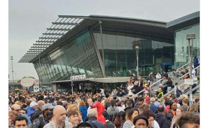 Έληξε ο συναγερμός στο Λονδίνο - άνοιξε ο σταθμός Στράτφορντ