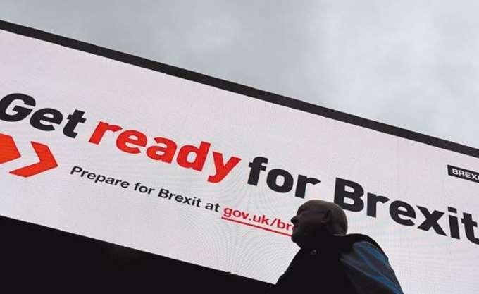 Νέα πτώση για τη βρετανική λίρα