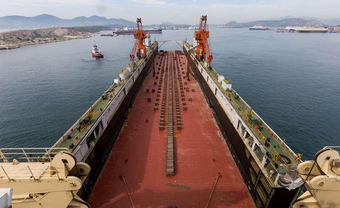 """ΟΛΠ: Κατέπλευσε η νέα μεγάλη πλωτή δεξαμενή """"ΠΕΙΡΑΙΑΣ ΙΙΙ"""""""