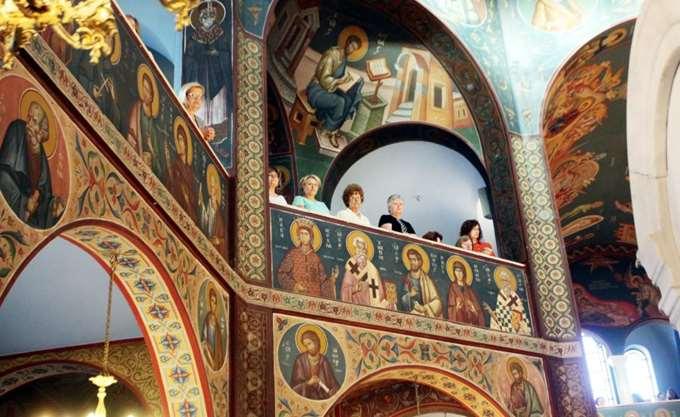 """Μέλη του """"Ρουβίκωνα"""" εισέβαλαν σε εκκλησία στην Αθήνα φωνάζοντας συνθήματα"""