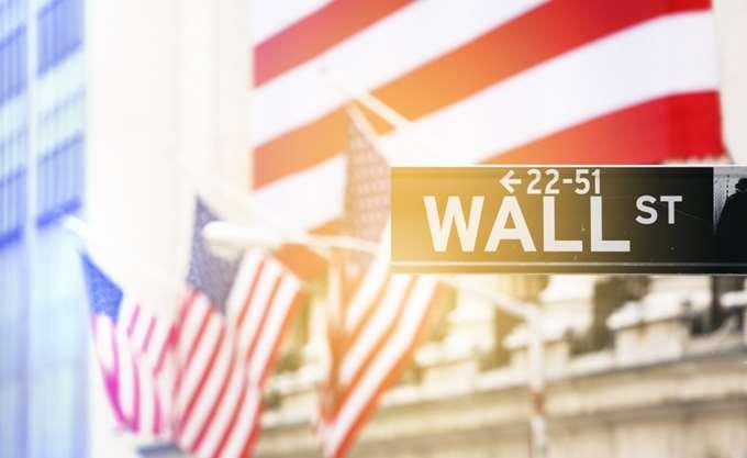 Ώθηση στη Wall Street από τις δηλώσεις Πάουελ για τα επιτόκια