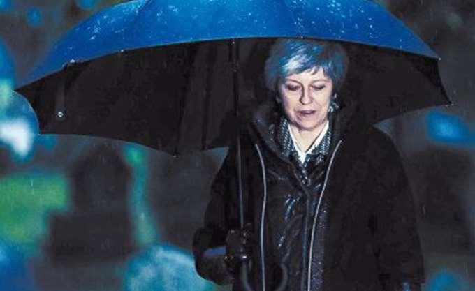 Βρετανία: Προτρέπουν τη Μέι να αναβάλει την αυριανή ψηφοφορία για το Brexit