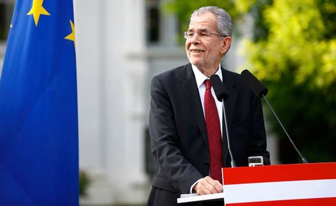 """Αυστρο-ουγγρική """"σφήνα"""" στη γερμανική πολιτική κρίση"""